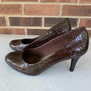 Like new Predictions brown pump heels